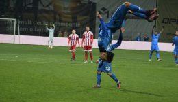 Andrei Ivan a sărbătorit în stilu-i propriu reuşita de la Braşov cu Sepsi (foto: csuc.ro)