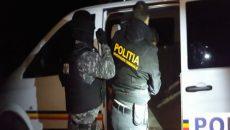 În urma perchezițiilor făcute ieri-dimineață în Craiova și Gângiova, oamenii legii au ridicat șase persoane suspectate că au comis aproape 200 de furturi în Berlin