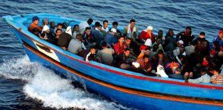 Circa 200 de migranți care traversau marea spre Europa au fost salvați de paza de coastă spaniolă