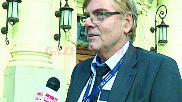 Prof. Wilhelm Friedl a început studiile de medicină la Timişoara, iar acum este şeful Clinicii de Ortopedie, Traumatologie şi Chirurgia Mâinii din cadrul Spitalului din Aschaffenburg