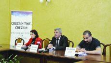 Rectorul Universității din Craiova, prof. univ. dr. Cezar Spînu (centru), a precizat că, în curând, va începe promovarea ofertelor educaționale (Foto: Bogdan Grosu)