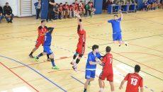 Iovănescu (la minge) şi colegii săi nu au obţinut nici un punct în confruntarea cu orădenii (foto: Daniela Mitroi-Ochea)