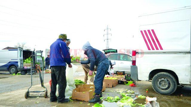 Comerţ în condiţii insalubre în Târgul Municipal Craiova (Foto: Bogdan Grosu)
