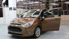 Ford-B-Max-in-fabrica