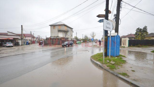 Și strada Brestei se umple de apă la fiecare ploaie (Foto: Bogdan Grosu)
