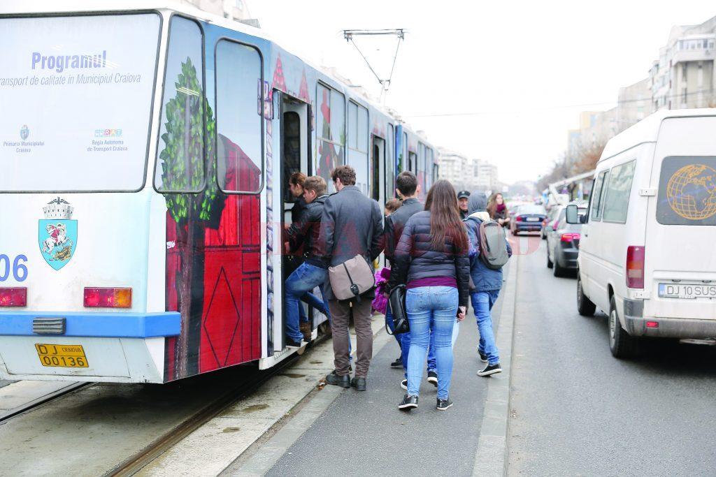 Tramvaiele destinate Craiovei au fost scoase din nou la licitaţie de Ministerul Dezvoltării