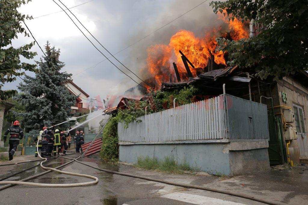 Incendiu la un imobil de pe strada Ștefan cel Mare