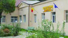 """Un elev de la Liceul """"Ștefan Anghel"""" din Băilești a ajuns la spital, pentru îngrijiri medicale, fiind agresat în clasă, în timpul programului școlar de o persoană din afara liceului"""
