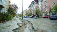 Așa arăta joi strada Dâmbovița, după ce constructorii au abandonat lucrările (FOTO: Claudiu Tudor)
