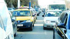 În multe zile, Calea Bucureşti este foarte greu de tranzitat din cauza aglomeraţiei (Foto: GdS)