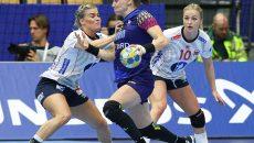 Melinda Geiger (la minge) și colegele sale au debutat cu stângul la Euro (foto: EHF)