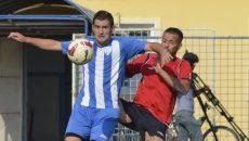 Sergiu Jurj (la minge) speră să fi scăpat de accidentări şi să demonstreze că este un om de gol veritabil (Foto: Alexandru Vîrtosu)