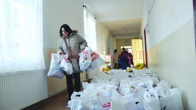 Cadourile au adus un strop de culoare în viaţa copiilor (Foto: Bogdan Grosu)