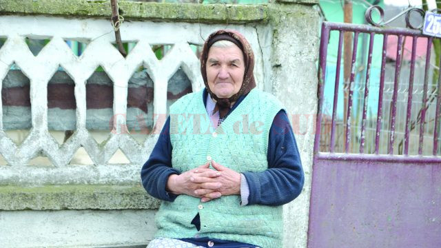 Maria Pozderie aşteaptă să i se deschidă poarta de Crăciun (Foto: Claudiu Tudor)