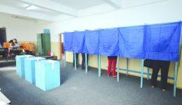 Românii sunt aşteptaţi să-şi voteze parlamentarii (Foto: arhiva GdS)