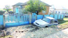Oamenii legii au stabilit că șoferul s-a urcat băut la volan și a pierdut controlul mașinii într-o curbă (Foto: Arhiva GdS)