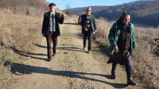 Locuitorii din Uscăci au mers două ore pe jos până la secţia de votare(foto:Claudiu Tudor)