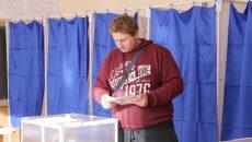 Tânărul Cătălin Popescu lucrează în străinătate, dar a venit să voteze acasă (Foto: Lucian Anghel)