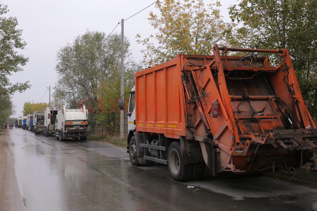 La începutul lunii octombrie, accesul mașinilor de gunoi la depozit a fost restricționat, la poartă formându-se cozi de zeci de metri