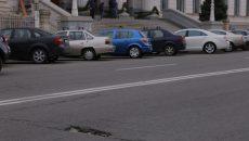 Groapă de pe strada A.I. Cuza, în plin centrul orașului (Foto: Lucian Anghel)