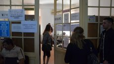 oameni la Registrul Comertului (Foto: Arhiva GdS)