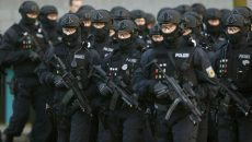 Members of German federal police Bundespolizei demonstrate their skills during a presentation of the new unit for arrests and securing evidence (BFE) in Ahrensfelde near Berlin, Germany December 16, 2015. REUTERS/Hannibal Hanschke  - RTX1YYWL