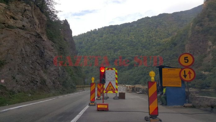 Restricţii de circulaţie pe mai multe drumuri