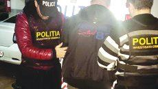 Cetățeanul rus a fost ridicat de ofițerii Serviciului de Investigații Criminale, care l-au adus la Craiova pentru a fi audiat de un procuror (Foto: IPJ Dolj)