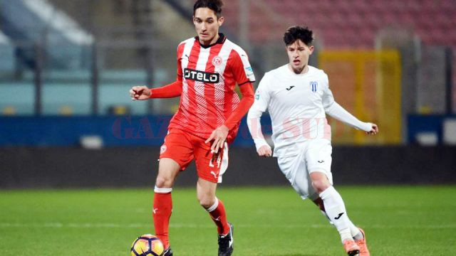 Alex Popescu (în alb) a marcat primul său gol pentru echipa mare a Craiovei în amicalul cu Dusseldorf