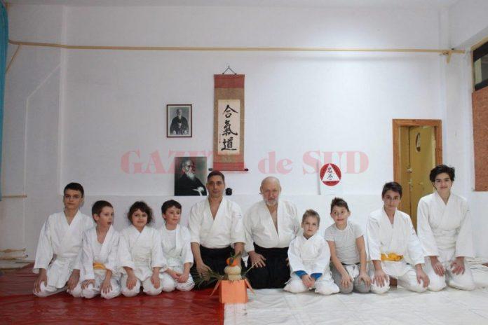 """Reprezentanții cluburilor de Aikido """"Ki Shin Tai Aikido Dojo"""" și """"Meiyo"""" din Craiova s-au bucurat de sărbătoarea Kagami Biraki"""