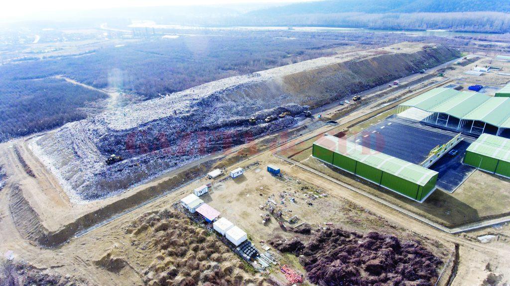Groapa de gunoi de la Mofleni, văzută de sus (fotografie făcută în data de 5 ianuarie). Celula 5 a depozitului de deșeuri de la Mofleni este aproape plină. (Foto: Marian Vulcănescu)