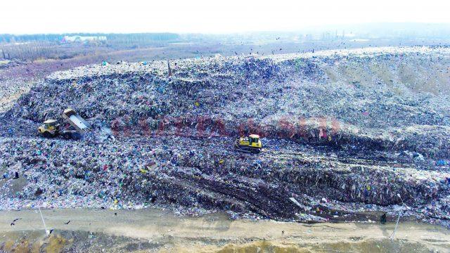 Ultima celulă de la groapa de gunoi este aproape de umplere (Foto: Marian Vulcănescu)