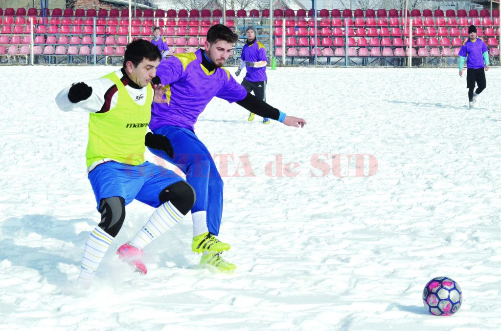 Meciul de sâmbătă a reprezentat un test util pentru componenții ambelor echipe (Foto: Alexandru Vîrtosu)