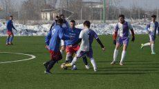 """Jucătorii de la """"Gică Popescu"""" (în alb-violet) au dat o replică bună celor de la Filiași și CS Universitatea (Foto: Alexandru Vîrtosu)"""