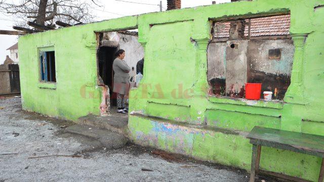 Atât a mai rămas din casa familiei Pană din comuna olteană Grădinari (Foto: Claudiu Tudor)