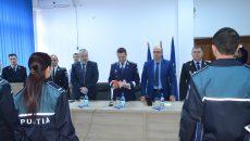 54 de poliţişti vîlceni au depus jurământul