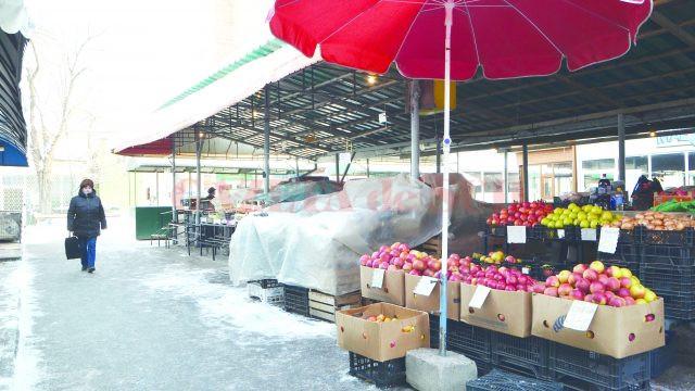 În piaţa Baba Novac era o singură tarabă deschisă (Foto: Bogdan Grosu)