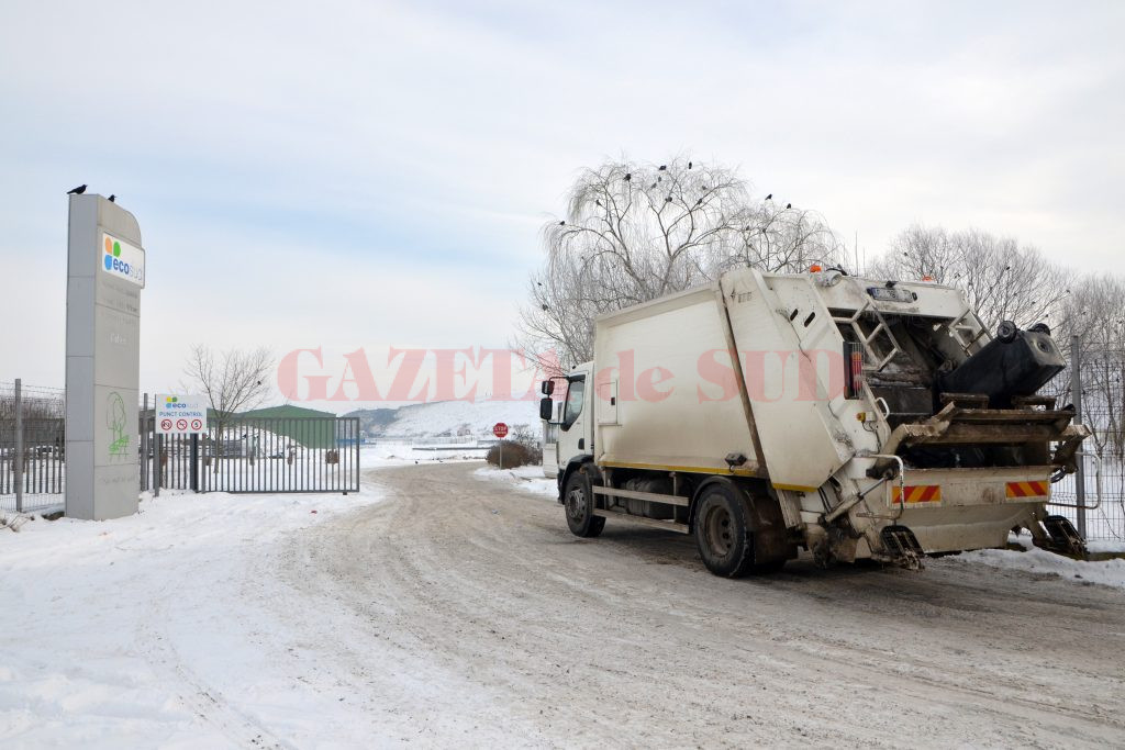De luna viitoare, craiovenii vor plăti mai mult pentru colectarea şi transportul deşeurilor menajere (Foto: Bogdan Grosu)