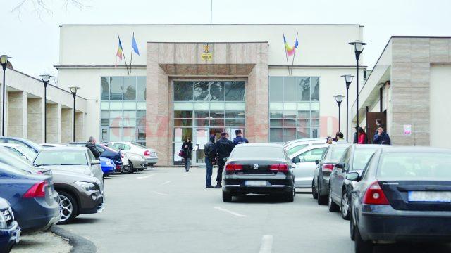 Instanțele de judecată din Craiova s-au dovedit blânde când au condamnat cu suspendare în două dosare un bărbat acuzat că a înșelat mai multe persoane (Foto: arhiva GdS)