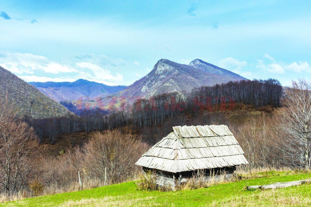 Peisaje din zona orașului Baia de Aramă (Foto: Claudiu Neţoiu)