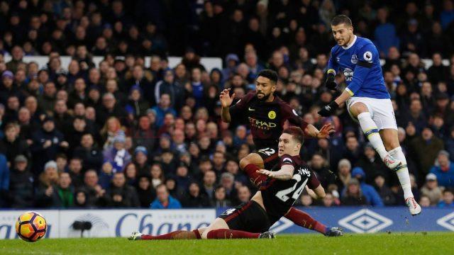 Jucătorii lui Everton (în albastru) și-au răpus adversarii de patru ori