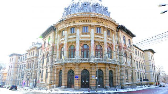 """Clădirea în care se află Colegiul Național """"Carol I"""" și Opera Română Craiova se degradează pe zi ce trece, în așteptarea banilor necesari pentru consolidare și reabilitare (Foto: Lucian Anghel)"""