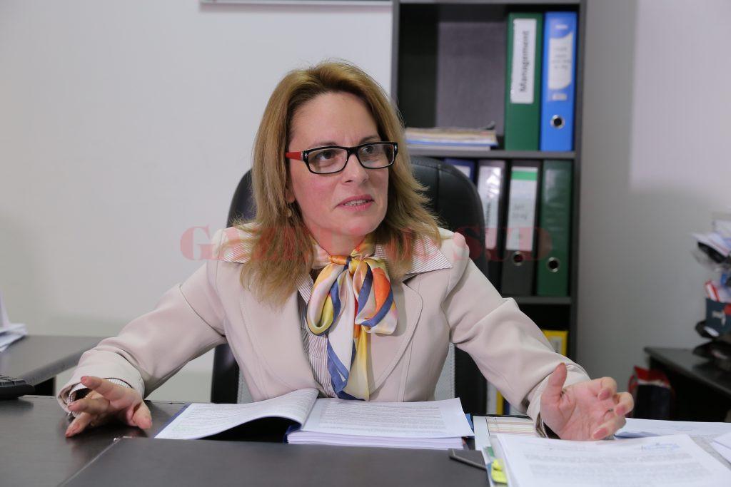 Inspectorul școlar general adjunct Janina Vașcu a precizat că în județul Dolj s-au înscris  pentru examenul de definitivat 160 de cadre didactice (Foto: Lucian Anghel)