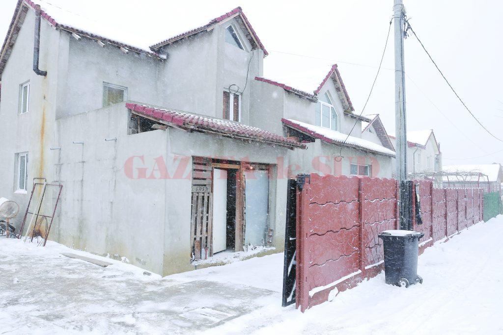 Pe poarta familiei Grigorie era atârnat doliul cu fotografia tânărului ucis