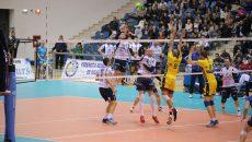 Craiovenii (în alb) nu au mai reuşit un meci bun în faţa Modenei, aşa cum s-a întâmplat în partida tur (foto:Claudiu Tudor)