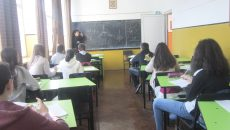 Managerul Cerasele Cremene face o oră suplimentară de pregătire a elevilor de clasa a VIII-a la matematică