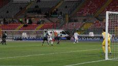 Andrei Ivan (la minge) a făcut diferența în meciul cu St. Gallen (foto: csuc.ro)