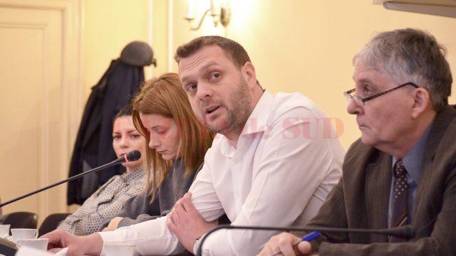 Radu Mihai Ghinea (centru), șef Oficiu Teritorial pentru Întreprinderi Mici, Mijlocii şi Cooperaţie Craiova