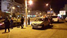 Anchetatorii au stabilit că inculpatul, care nu are permis de conducere, a lovit intenționat cu mașina un polițist care încerca să-i ceară documentele