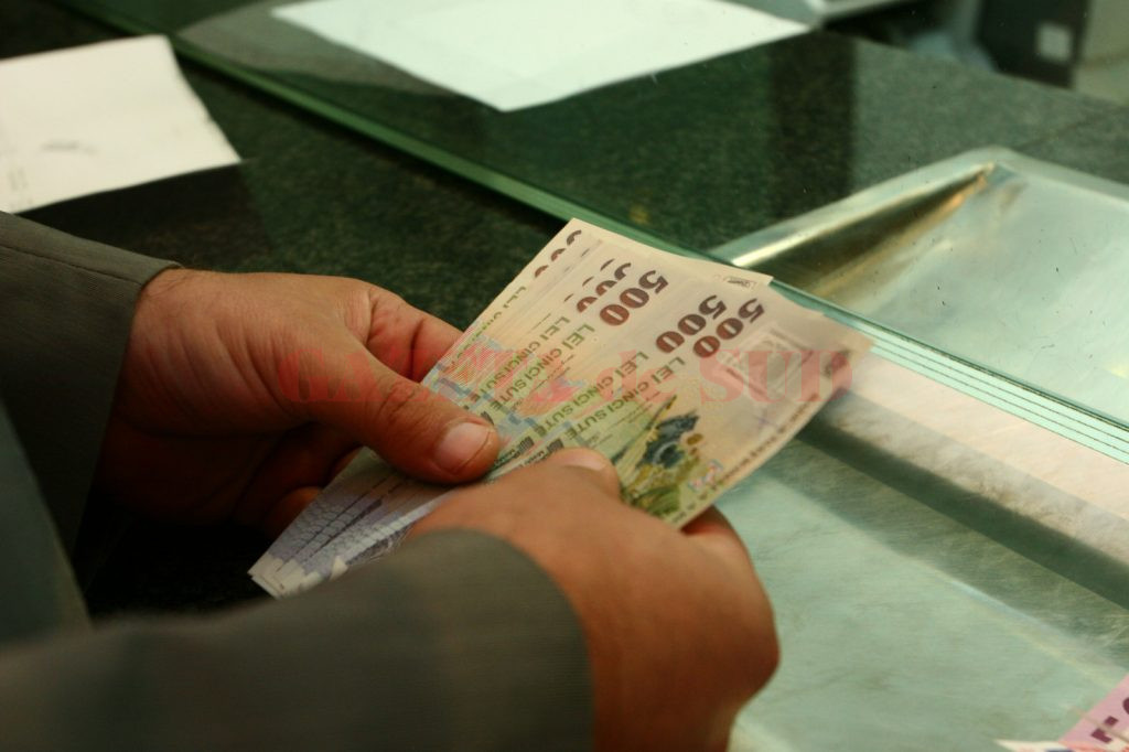 Băncile câștigă din diferența dintre dobândă încasată din creditele acordate (mai mare)  și dobânda pe care o plătesc pentru depozite (mult mai mică)